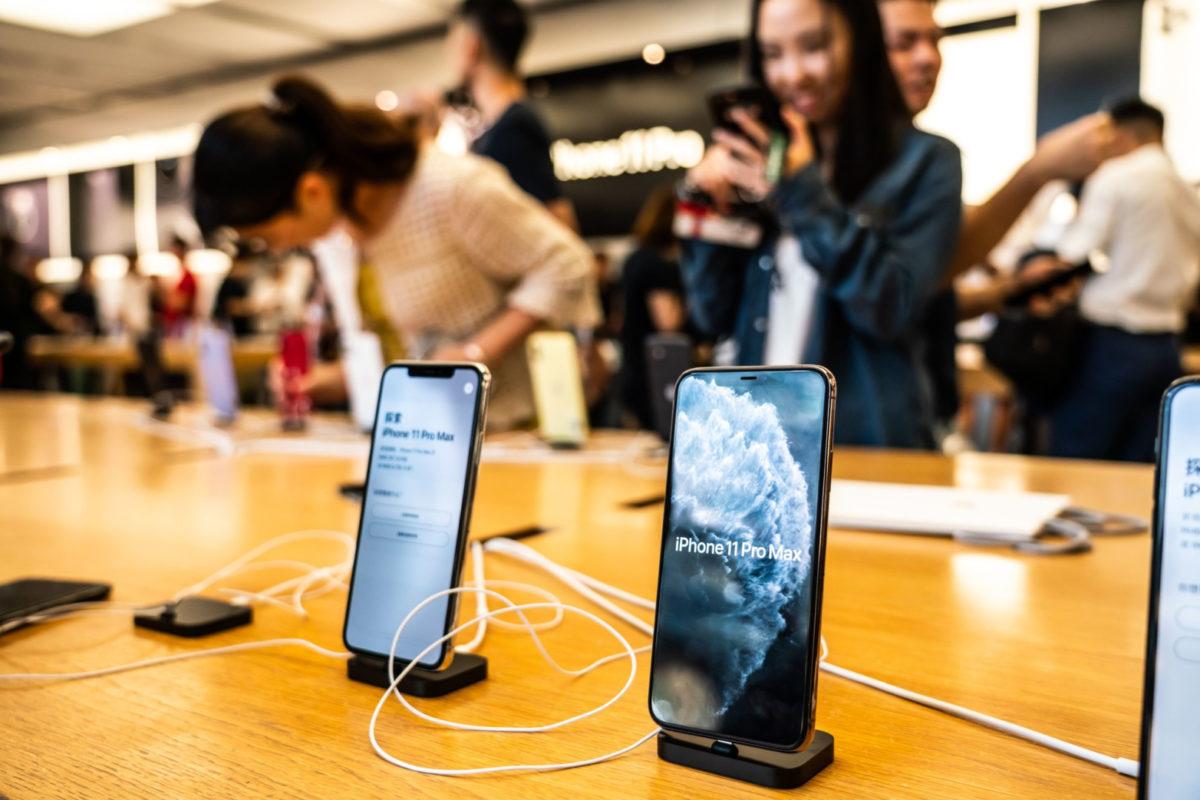 Apple Cites Coronavirus for Revised Fiscal Outlook
